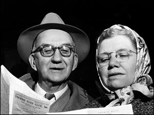 Mr. and Mrs. Carl J. Schroder of Findlay peruse the racing form April 2, 1957, at Fort Miami. Retired Blade sportswriter Seymour Rothman said people