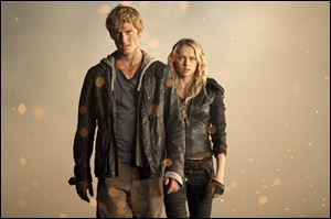 Alex Pettyfer and Teresa Palmer (Number 6).