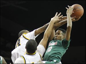 Central Catholic's Dareon Jones (10) is blocked by Whitmer's Nigel Hayes (23) and Chris Wormley (44).