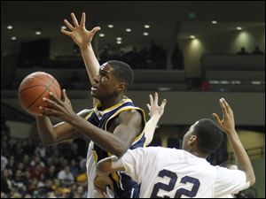 Whitmer's Nigel Hayes (23) fights through St. John's Trent Brodbeck (34) and Jeff Copeland (22).