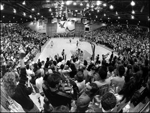 The at-capacity crowd cheers March 15, 1989, during a women's basketball tournament at Anderson Arena.