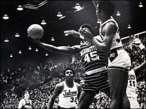 Bowling Green takes on Marquette on March 5, 1971, in Anderson Arena.