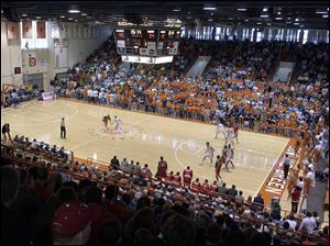 Bowling Green squares off against Miami in a men's basketball game Feb. 2, 2002, in Anderson Arena.