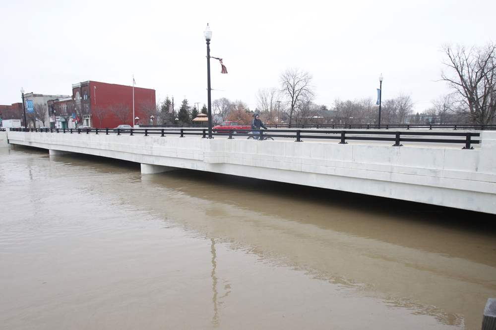 Findlay-Main-Street-Bridge-Flood