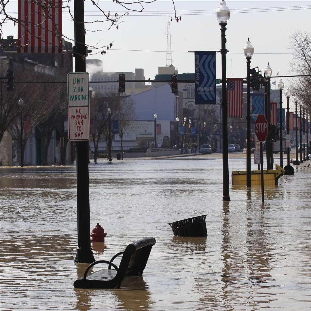 Flood-Findlay-downtown-benches
