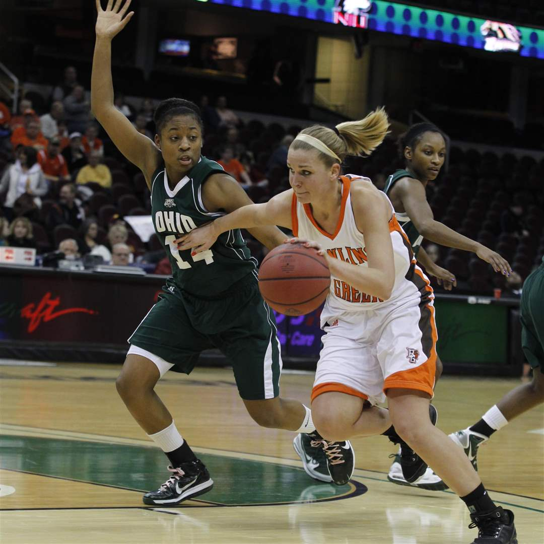ohio-shavon-robinson-and-bgsu-jen-uhl-mac-quarterfinal