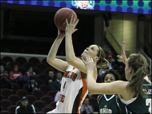 BGSU's Maggie Hennegan goes for a lay-up during the quarterfinal match against Ohio University.