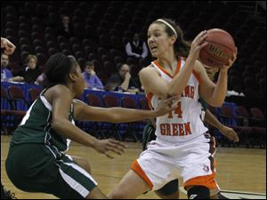 Ohio's Shavon Robinson guards BGSU's Jessica Slagle as she tries to get rid of the ball.