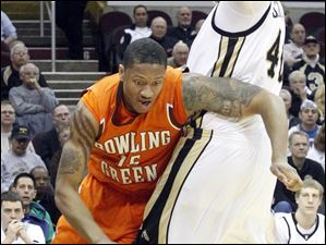 BGSU's A'uston Calhoun dribbles around Western Michigan's Matt Stainbrook.