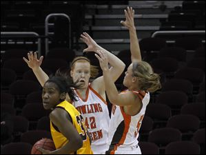 Central Michigan's Brandie Baker is trapped by BGSU's Danielle Havel (42) and Tracy Pontius.