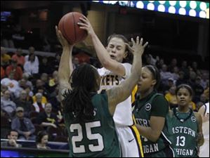 Eastern Michigan's Kristin Thomas forces Toledo's Naama Shafir to pass the ball.