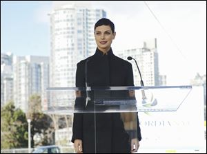 Morena Baccarin plays an alien with a human face on 'V.'