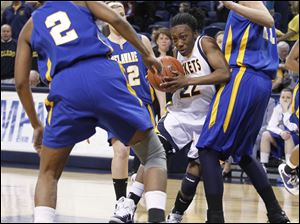 Toledo's Andola Dortch, 5-foot-7, dribbles against Delaware's 6-foot-5 Elena Delle Donne and other defenders.