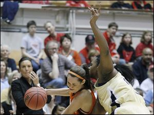Bowling Green State University guard Lauren Prochaska (2) goes drives to the net against Georgia Tech's Sasha Goodlett (45).