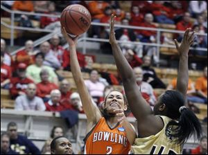 Bowling Green State University guard Lauren Prochaska (2) goes to the net against Georgia Tech's Sasha Goodlett (45).