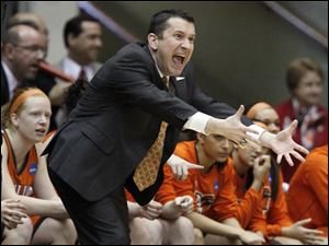 Bowling Green State University coach Curt Miller shouts instructions to his team.