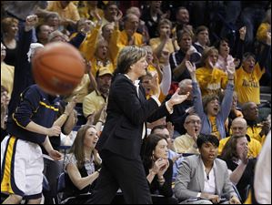 UT head coach Tricia Cullop and fans react to the Rockets scoring against Alabama during the second half.