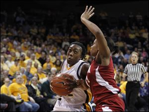 UT's Andola Dortch drives around Alabama's Tierney Jenkins.