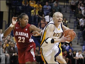Alabama's Ericka Russell guards UT's Haylie Linn.
