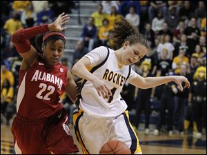 Alabama's Khristin Lee fouls UT's Naama Shafir.