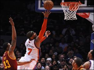 New York's Carmelo Anthony shoots in front of Cleveland's Alonzo Gee during the second half.