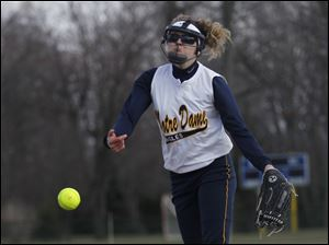 Notre Dame's Jenna Inman delivers a pitch.