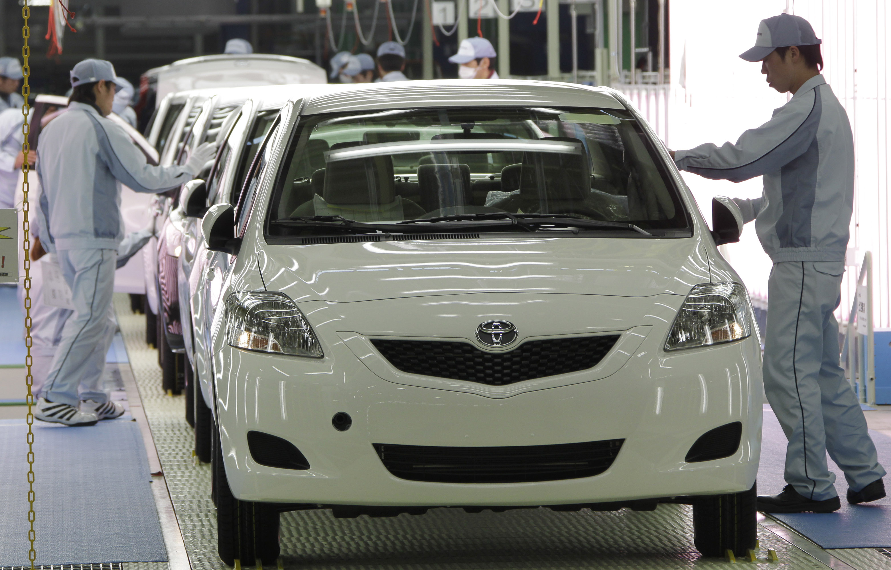 toyota will resume production at all japan plants from