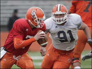 Quarterback Matt Schilz (7) tries to evade defensive tackle Chris Jones (91).
