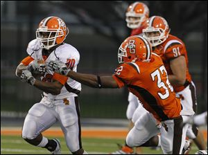 Bowling Green White Squad running back John Pettigrew (20) carries the ball against Orange Squad defensive back Keith Morgan (32).