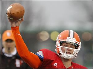 Bowling Green Orange Squad quarterback Matt Schilz (7) throws the ball.