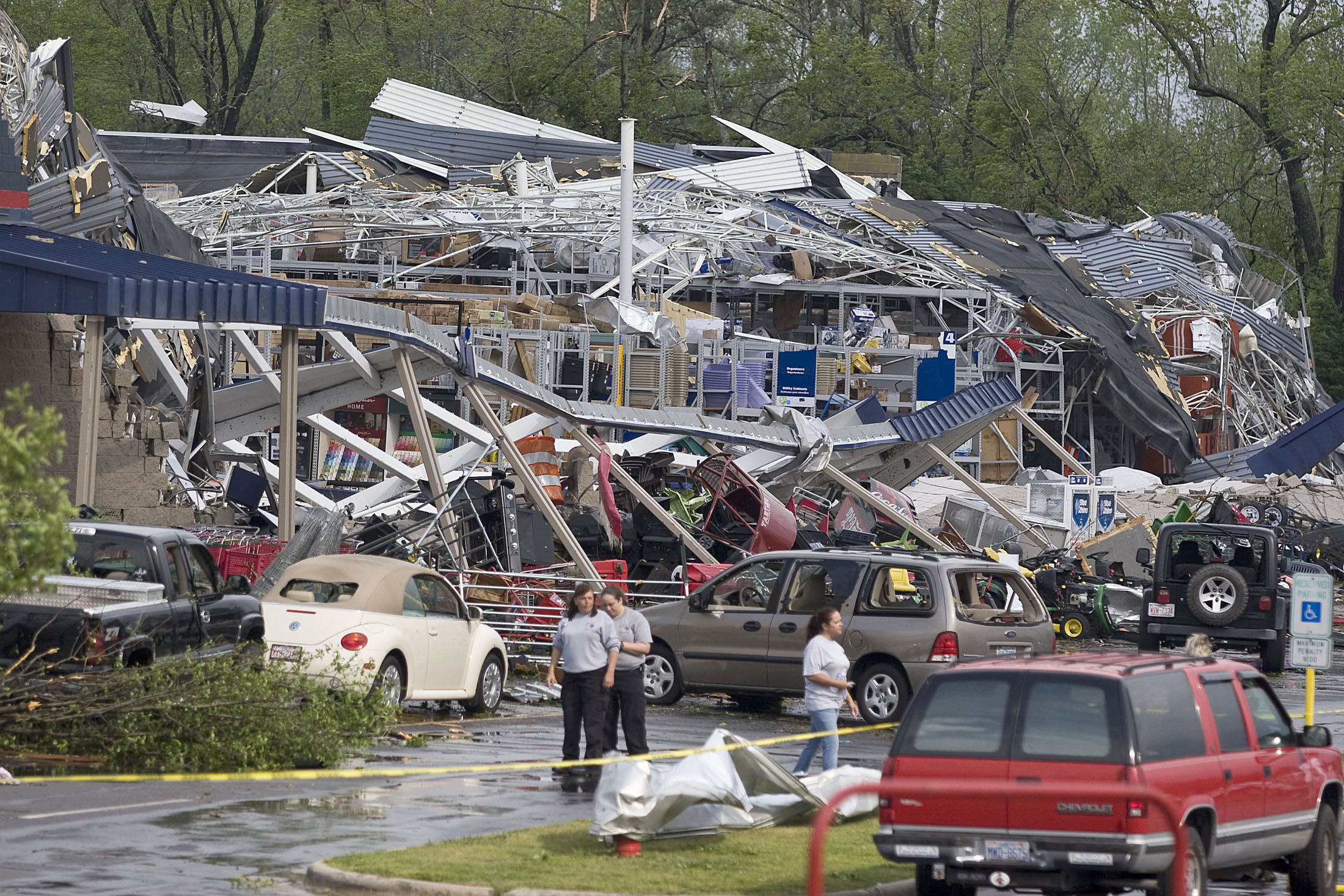 Unrelenting storms kill 44 in 7 states the blade - Lowes in toledo ...
