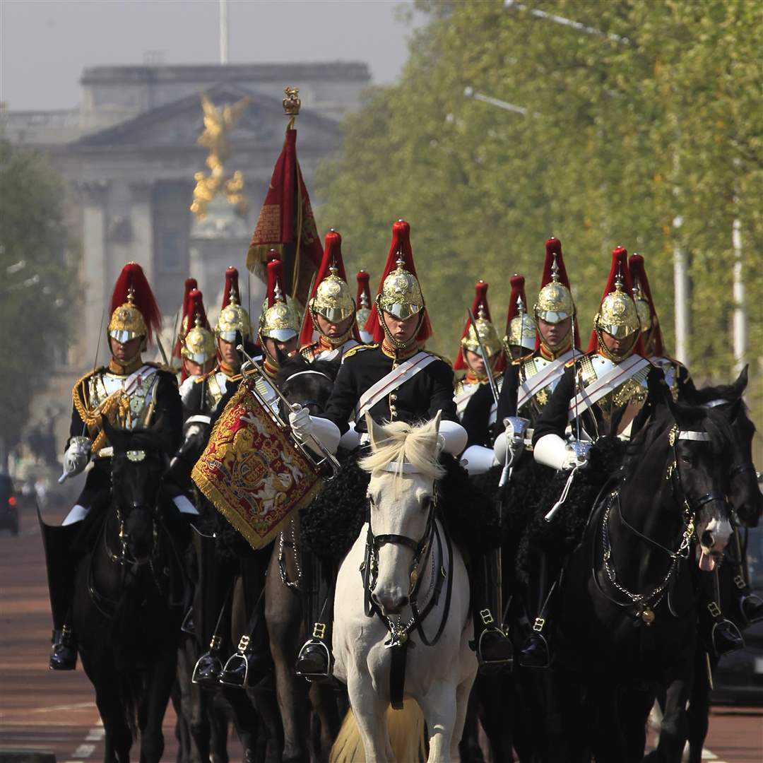 Blues-and-Royals-cavalry