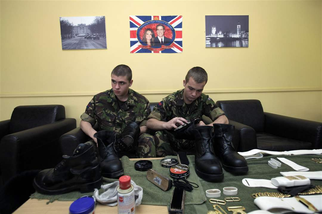 Foot-Guards-boot-shine