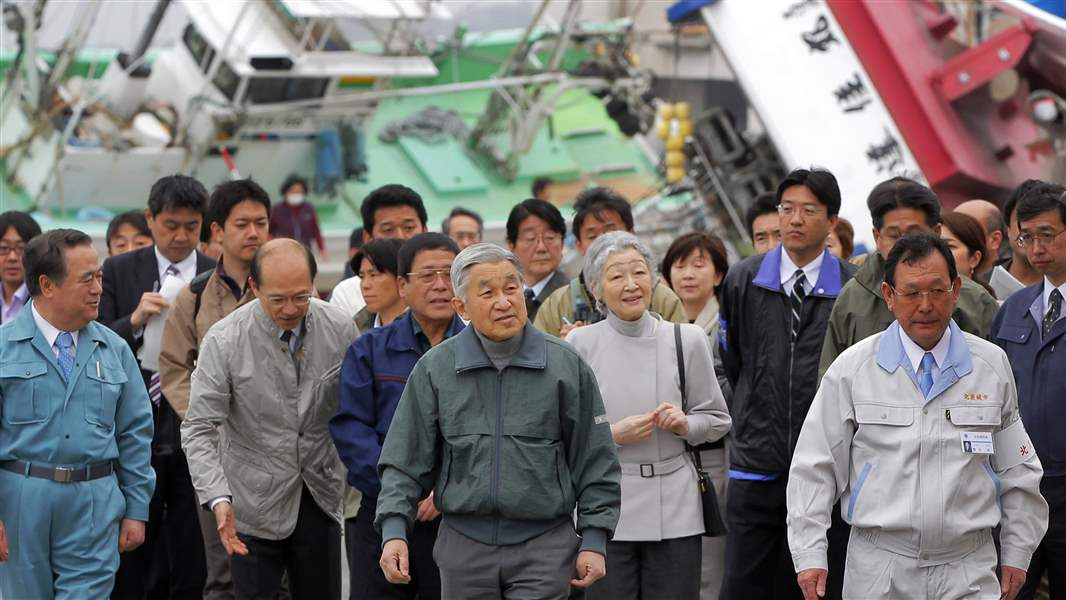 Akihito-Michiko-tour-Otsu-Japan-fishing-port