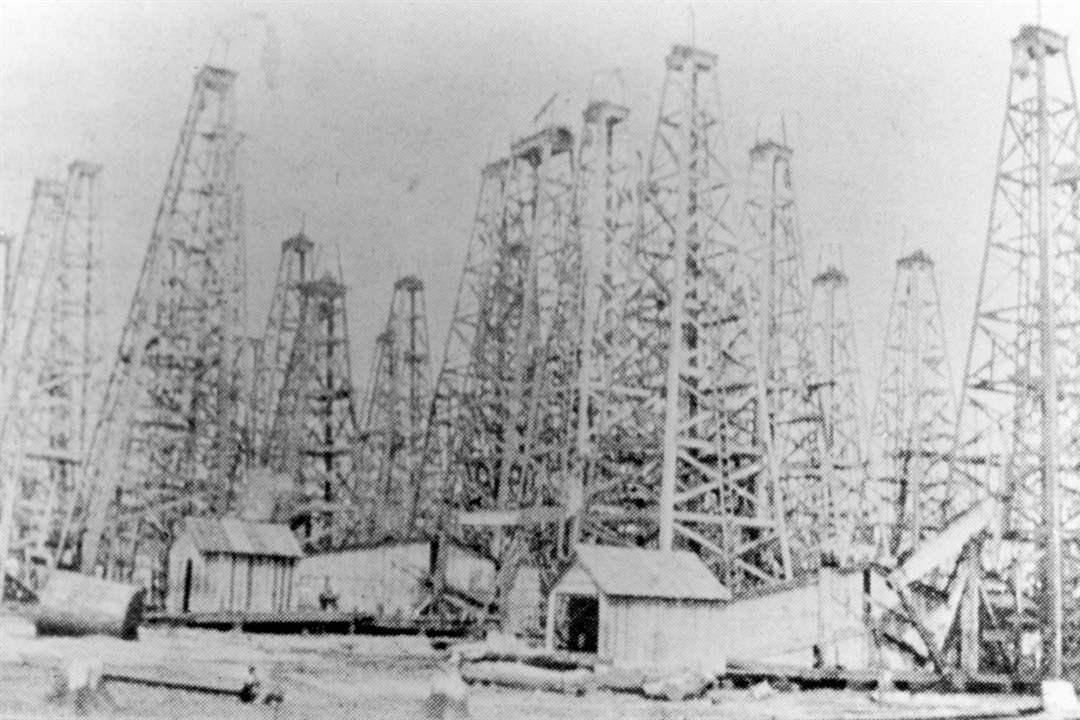 Oil-derricks-North-Baltimore