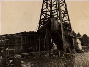 This oil well was on the Kyle family farm on Garden and Holloway Roads in Toledo, Ohio, circa July 22, 1937.