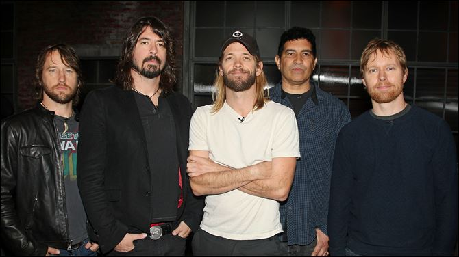 "Foo Fighters The ""Foo Fighters, from left,"" Chris Shiflett, Dave Grohl, Taylor Hawkins, Pat Smear, and Nate Mendel, stop by Fuse studios in New York for an appearance on """
