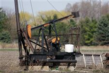 oil-pump-jack-bowling-green-lima-indiana-field