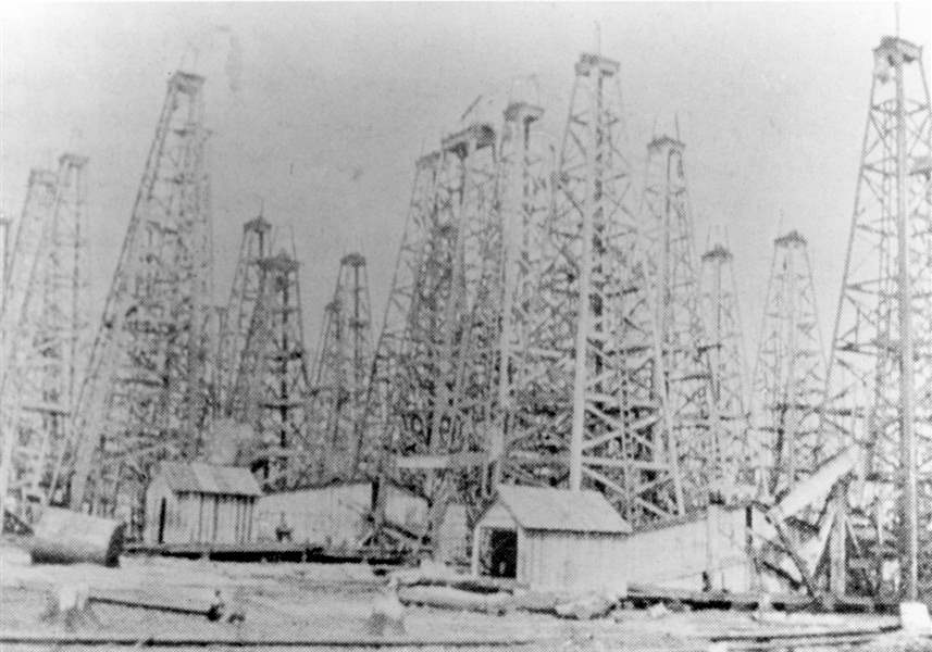 oil-derricks-north-baltimore-2