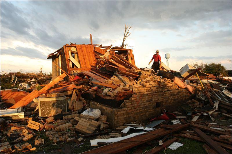 [Immagine: smithville-tornado.jpg]
