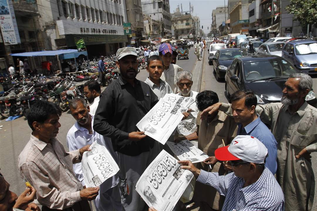 Bin-Laden-Reaction-Karachi-newsstand