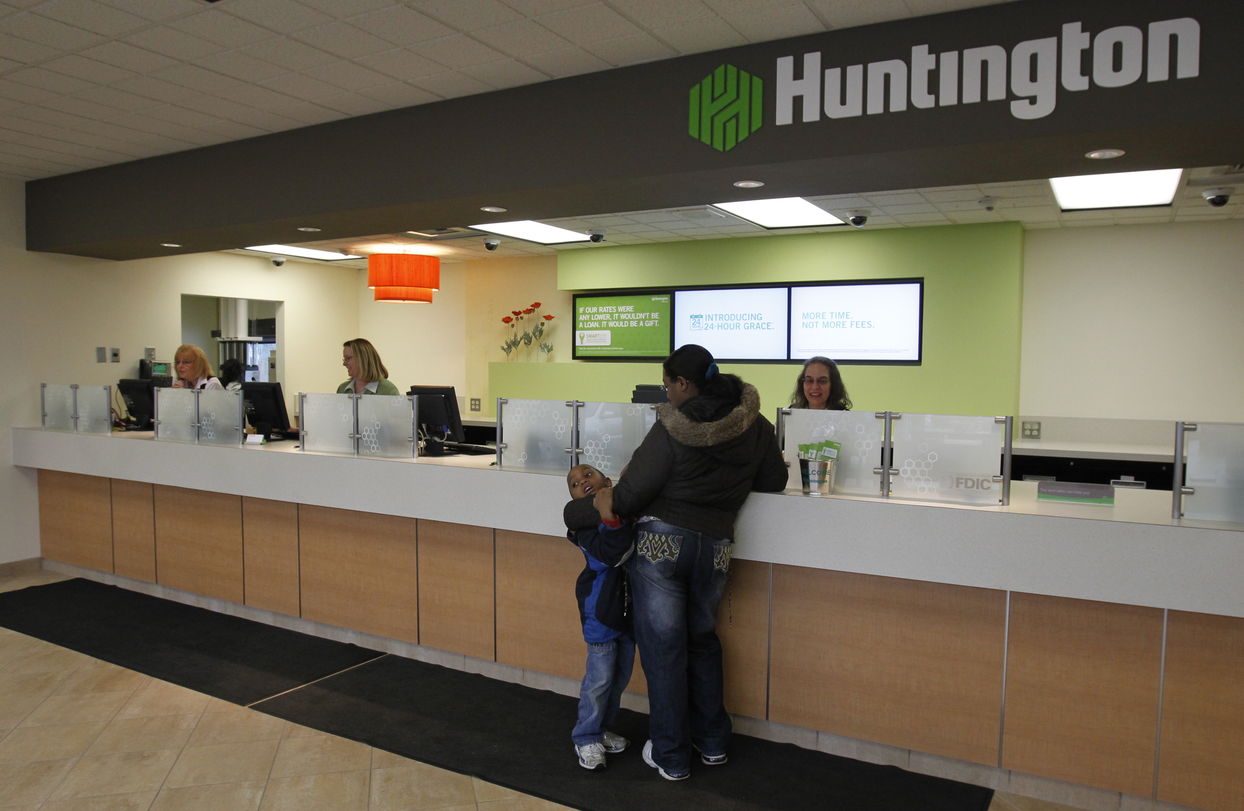 huntington offers free checking  no strings