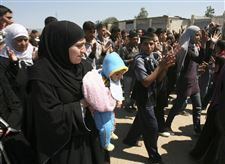 syrians-flee-to-lebanese-border