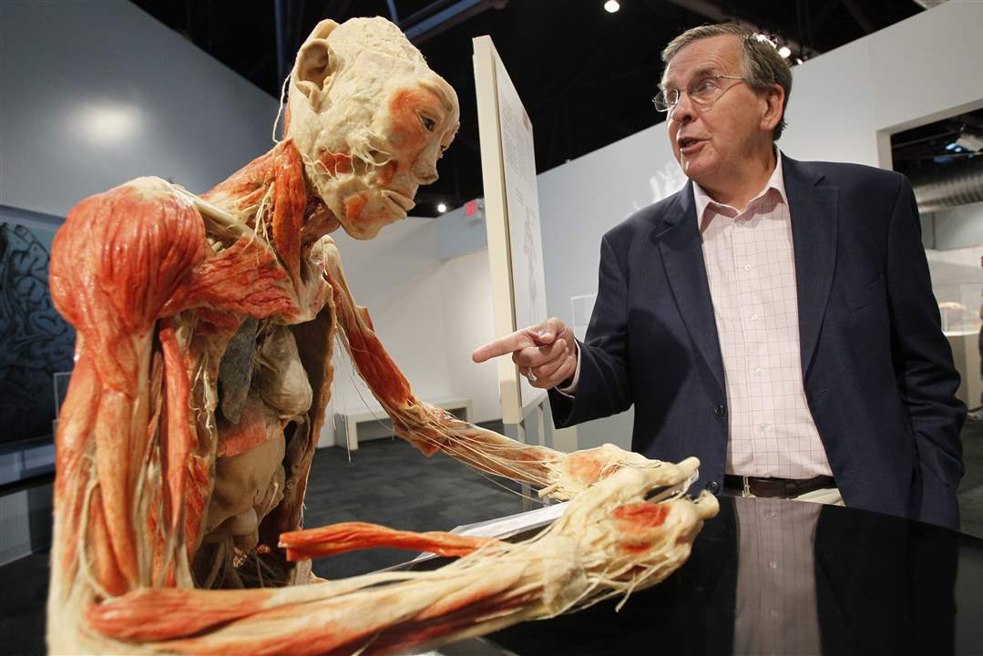 Bodies-Revealed-Exhibit-Dr-Roy-Glover