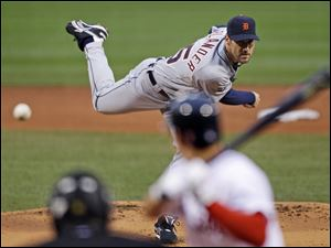Detroit Tigers starter Justin Verlander, top, delivers to Boston R