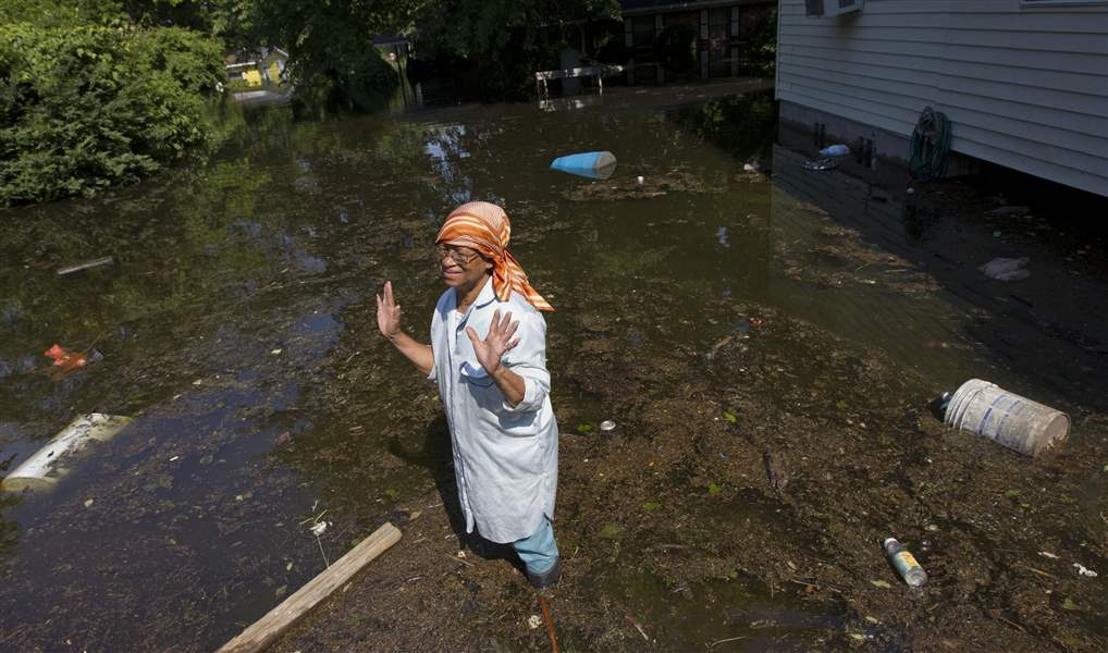 Those-displaced-by-Mississippi-worry-wait-for-river-to-recede