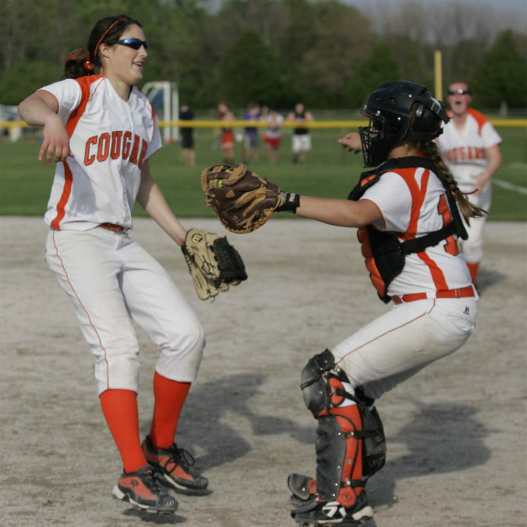 Southview-Central-Catholic-district-softball-final-11