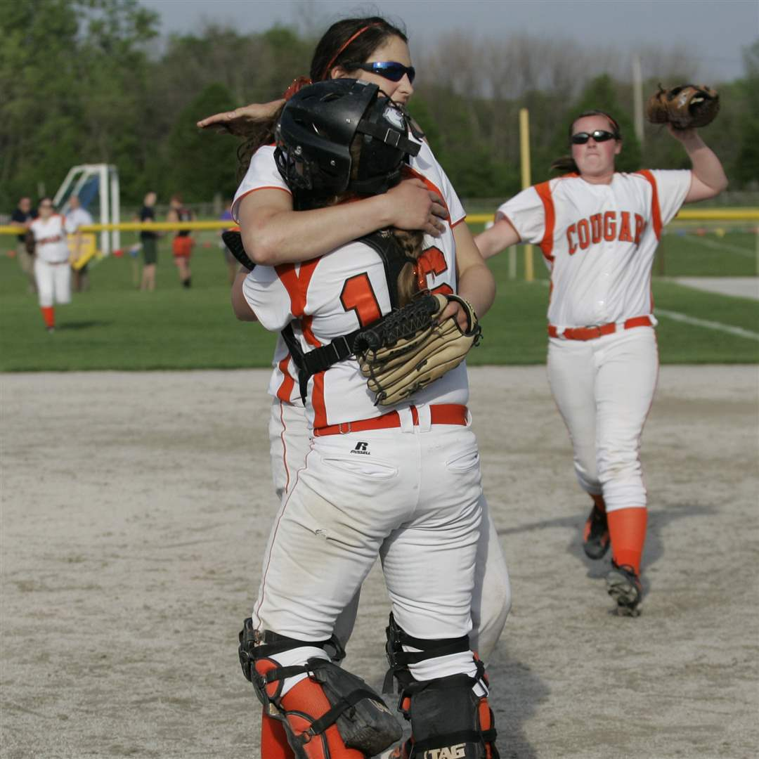 Southview-Central-Catholic-district-softball-final-12