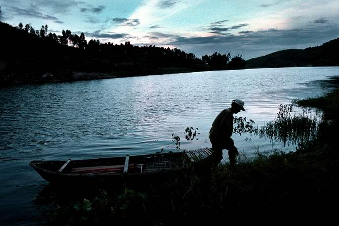 A-fisherman-brings-his-boat-in-off-the-Song-Ve-River-as-the-sun-sets