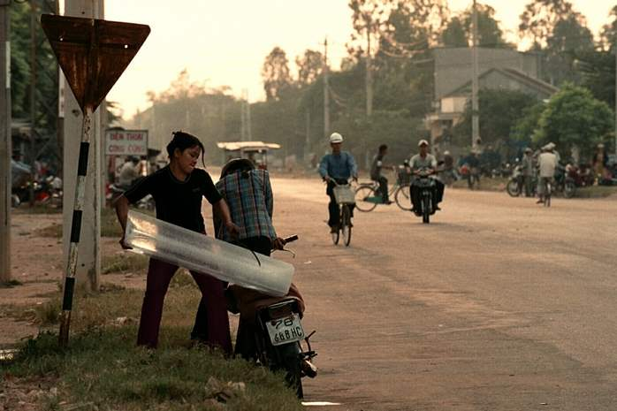 Ice-is-delivered-on-the-back-of-a-motorbike-in-Quang-Ngai-City
